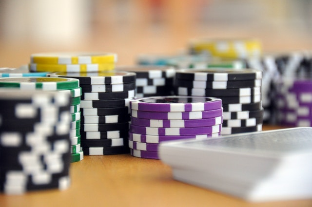 Should you play cash games of online poker or tournaments?