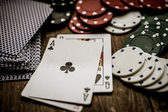What makes poker online so popular with so many people?